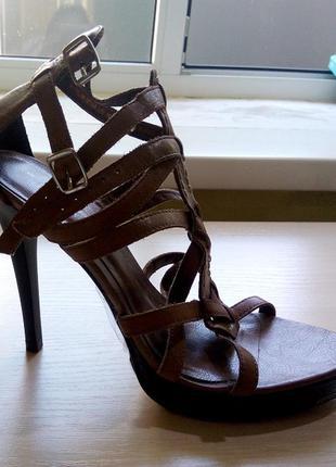 Босоножки гладиаторы на каблуке новые р.38  et vous luxury leather натуральная кожа