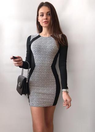 Платье по фигуре с длинным рукавом