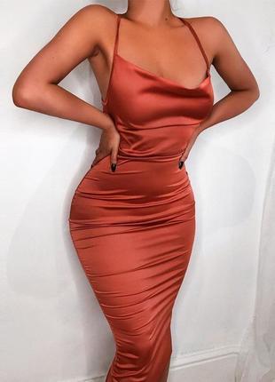 Сатиновое платье миди со шнуровкой на спинке prettylittlething