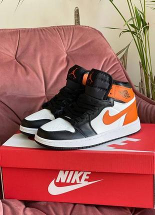 Женские демисезонные кроссовки nike air jordan 1 retro (белые с оранжево/чёрным) #найк