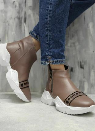 Спортивные стильные ботинки