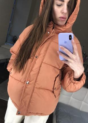 Куртка демисезонная терракот укорочённая дутая с капюшоном весна