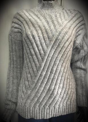 Базовый тёплый свитер по скидке!