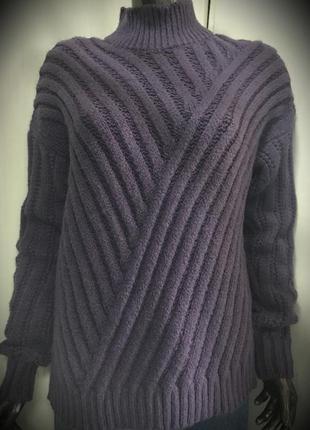 Теплый  свитер по скидке