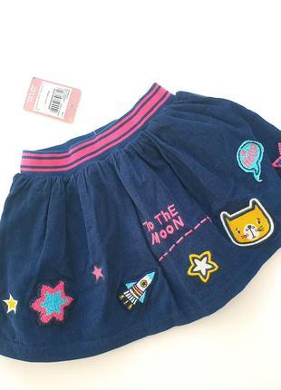 Вельветовая юбка с аппликацией нашивками