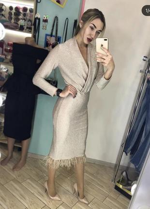 Платье шампань с перьями марабу