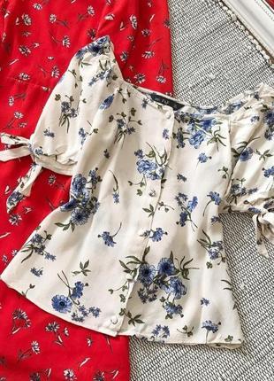 Трендовая блуза в цветочный принт с рукавами буфами