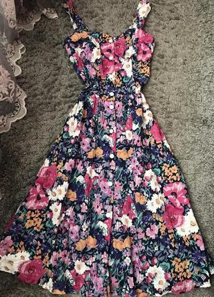 Платье с пышной юбкой в цветы