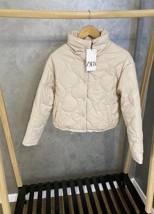Стёганная курточка zara из эко кожи