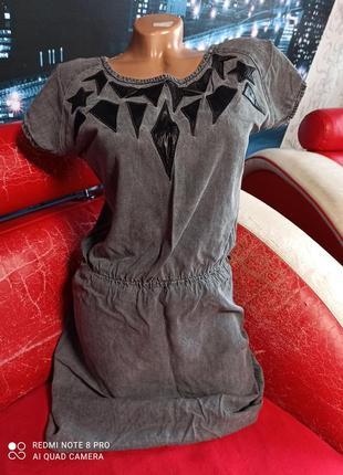 Джинсовое платье с кожаными вставками