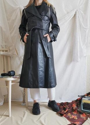 Кожаный двубортный плащ тренч в винтажном стиле
