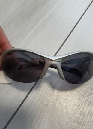 Солнцезащитные очки adidas