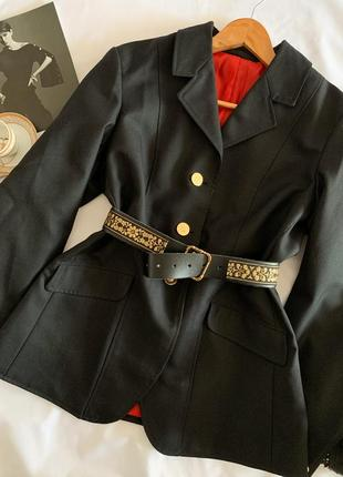 Крутой пиджак с алой подкладкой  р.42
