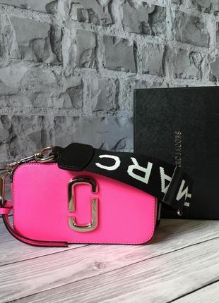 Яркая малиновая брендовая сумочка кирпичик