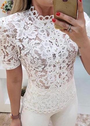 Эффектная футболка-блуза из модного гипюра
