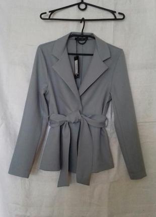Лёгкий жакет с поясом / пиджак на запах