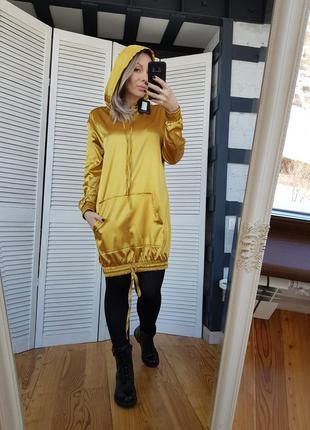 Удлиненный сатиновый худи платье горчичный