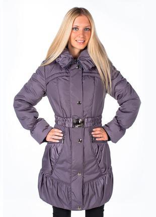 Фиолетовое пальто с капюшоном и поясом-резинкой