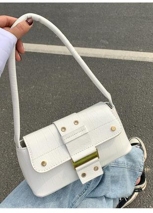 Белая сумка багет на кнопке