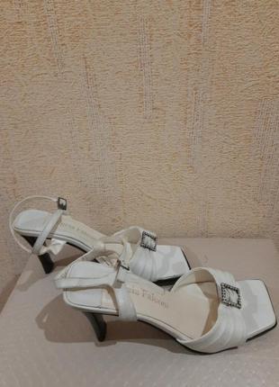 Босоножки кожаные. италия. квадратный носок