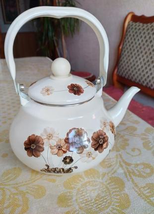 Чайник эмалированный.