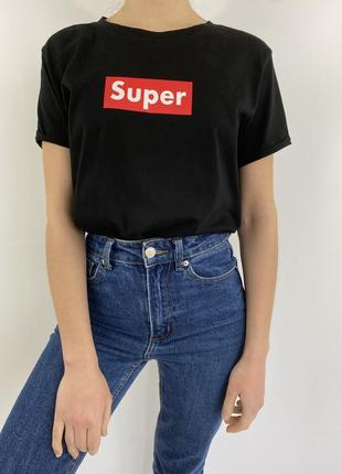 Чёрная женская футболка с принтом