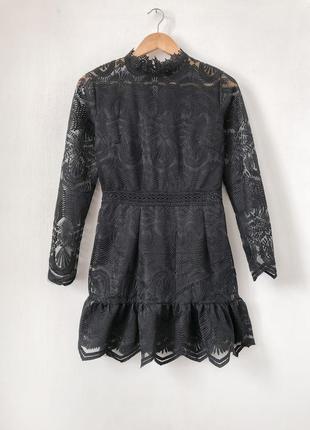 Красива мереживна сукня