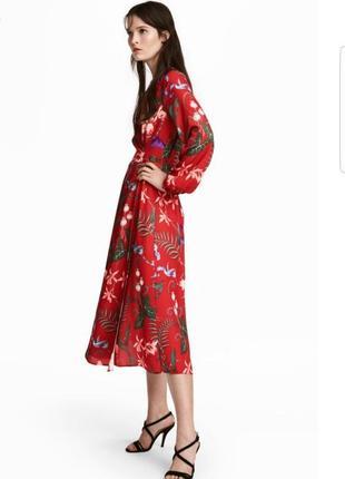 Стильное красное платье миди h&m на запах, в цветочный принт.