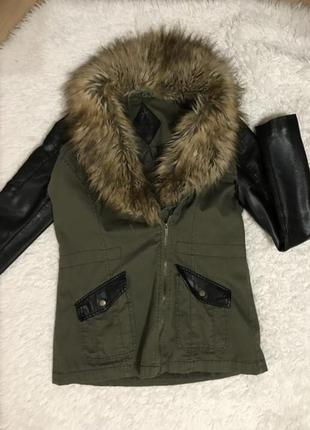 Женская куртка парка с мехом демисезонная с кожаными рукавами atmosphere