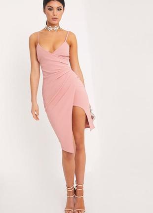 Очень стильное пудровое ассиметричное платье в обтяжку от prettylittlething