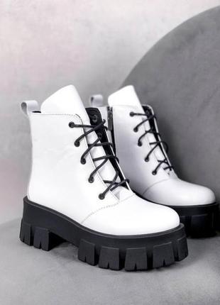 Ботинки  в стиле pr@da из натуральной белой кожи