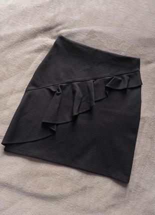 Чёрная юбка с воланом