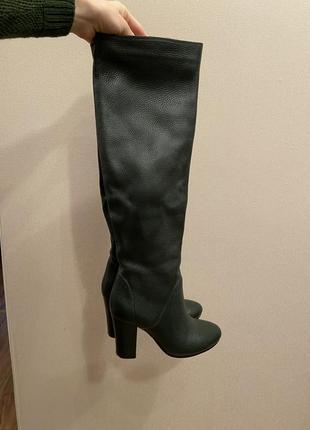 Крутые высокие кожаные сапоги