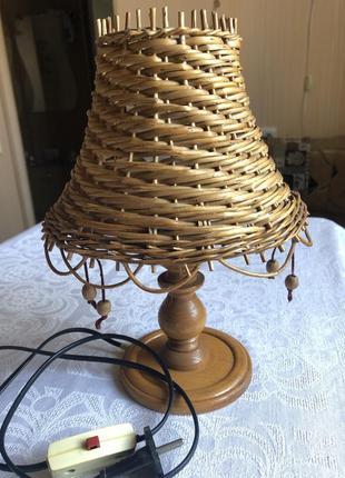 Настольная лампа из лозы плетёная