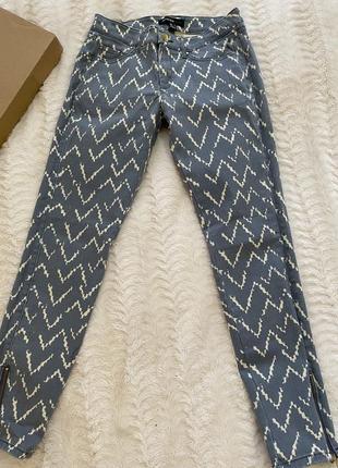 Зауженные брюки, джинсы mango. размер - 34.
