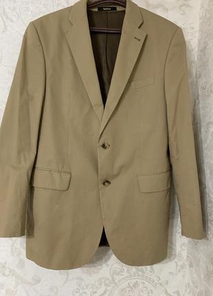 Красивый пиджак песочного цвета