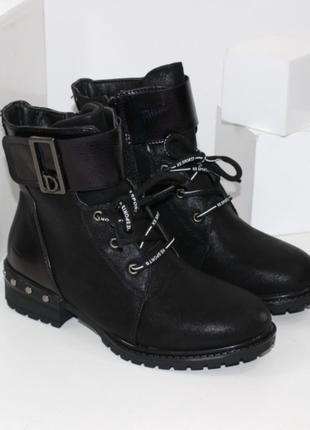 Ботинки для девочки на шнуровке