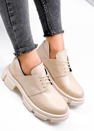 Женские весенние кожаные бежевые  короткие ботинки