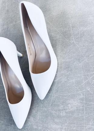 Белые туфли/бесподобные/ в наличии/наложка 100