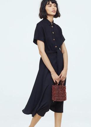 Стильна сукня з контрастними ґудзиками