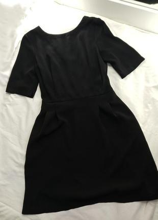 Крутое чёрное маленькое платье с открытой спиной warehouse