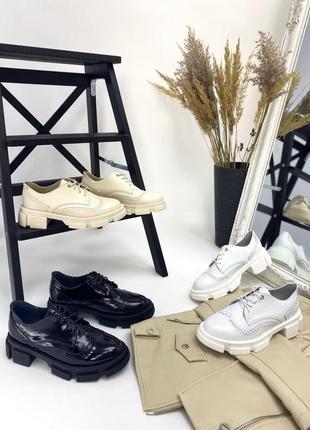 Жіночі туфлі шкіряні на шнурках