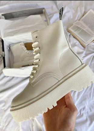 Женские зимние ботинки dr. martens jadon white cream1 фото