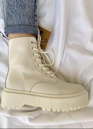 Женские зимние ботинки dr. martens jadon white cream5 фото
