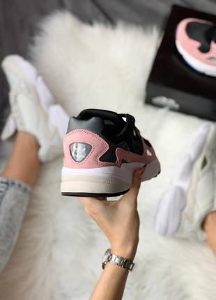 Женские стильные весенние кроссовки adidas falcon pink4 фото