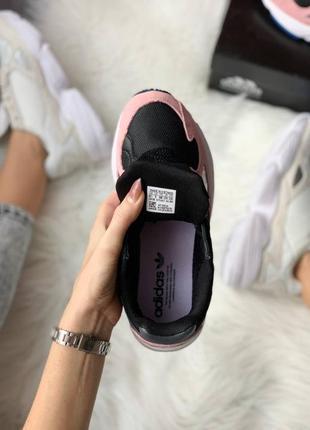 Женские стильные весенние кроссовки adidas falcon pink5 фото