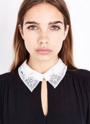 New look платье чёрное прямое трапеция с белым воротником с жемчугом классическое3 фото