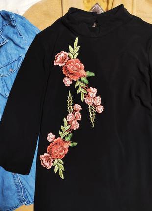 River island платье чёрное с вышивкой красные цветы трапеция прямое оверсайз7 фото