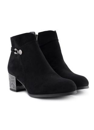 Женские ботинки на каблуке3 фото