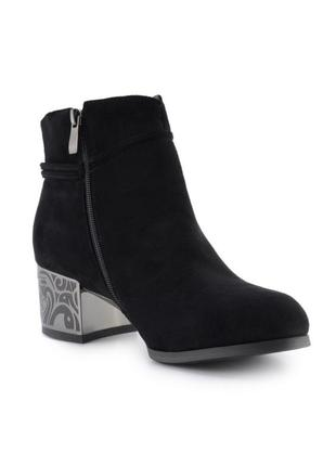 Женские ботинки на каблуке2 фото